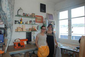 Rosalía y Elena en su taller ubicado en el barrio bilbaíno de San Francisco